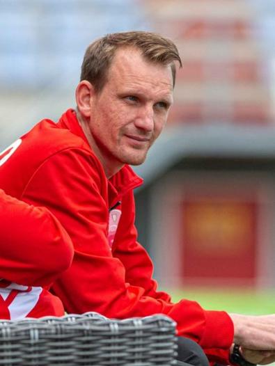 ´De Voetbalkantine' met nieuwe trainer Sander van Dijk